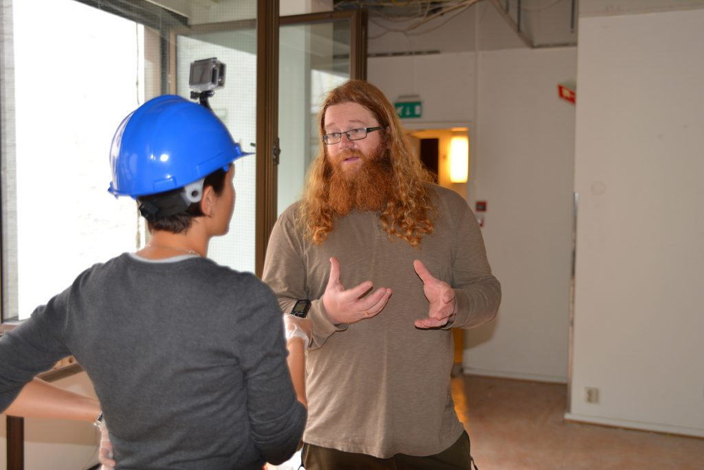 Thomas i Monsterbedriften bygger folk og bruker SmartKalk
