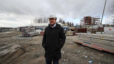 Reinert Hersleth viser samfunnsansvar og holder byggeplassene i gang