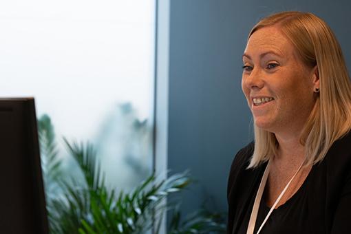 Siri Kristiansen, byggesaksrådgiver i Holte råder jenter til byggebransjen